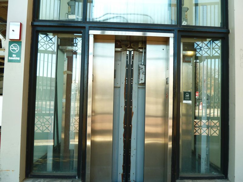 Wrigley field,bleacher elevator