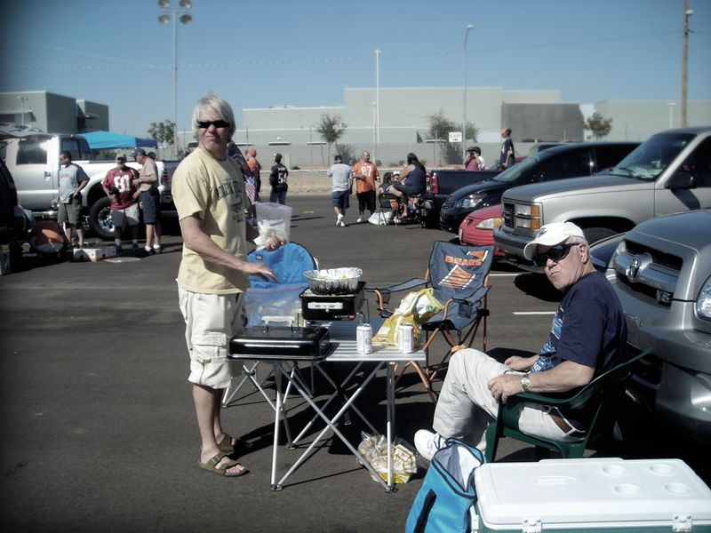 Bears_Cardinals_tailgating