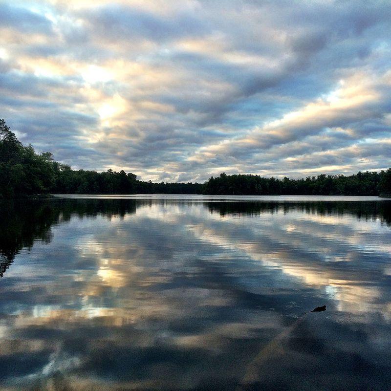 Cloudy-lake-reflection