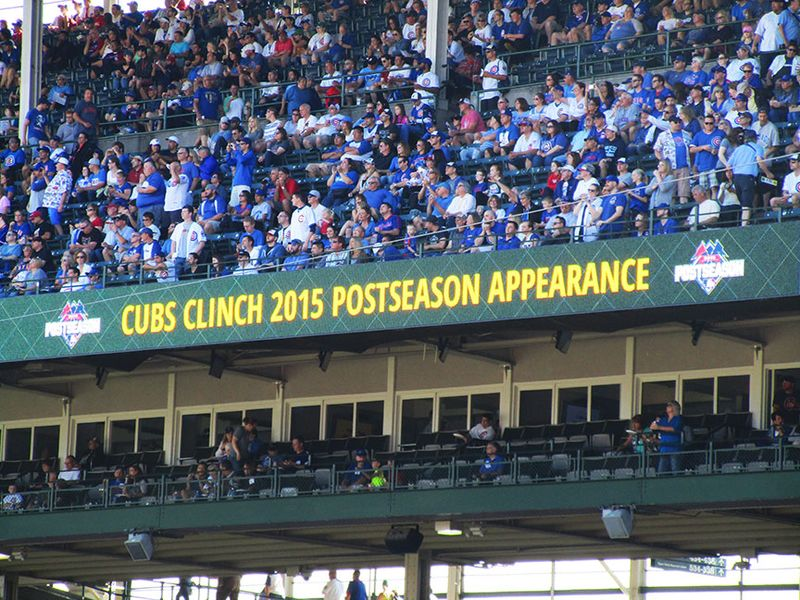 Cubs-clinch-sign