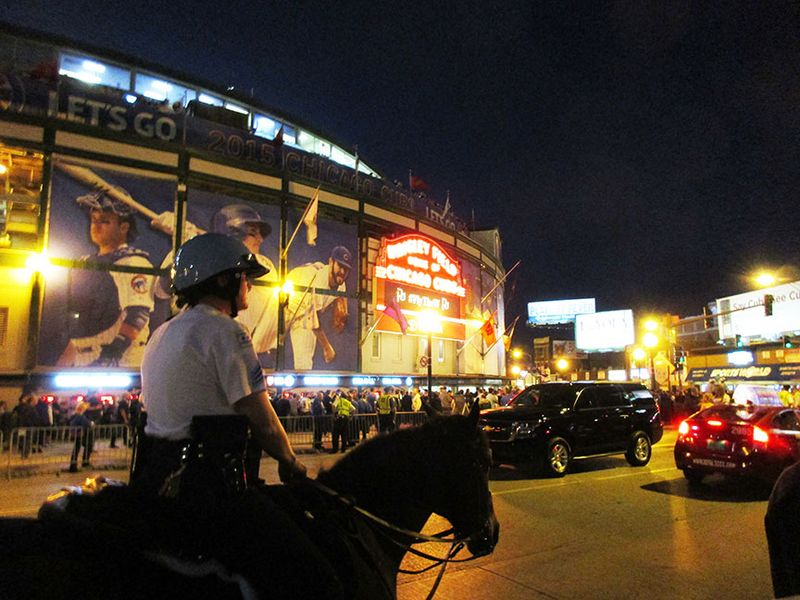 Horse-cop-in-front-of-wrigley