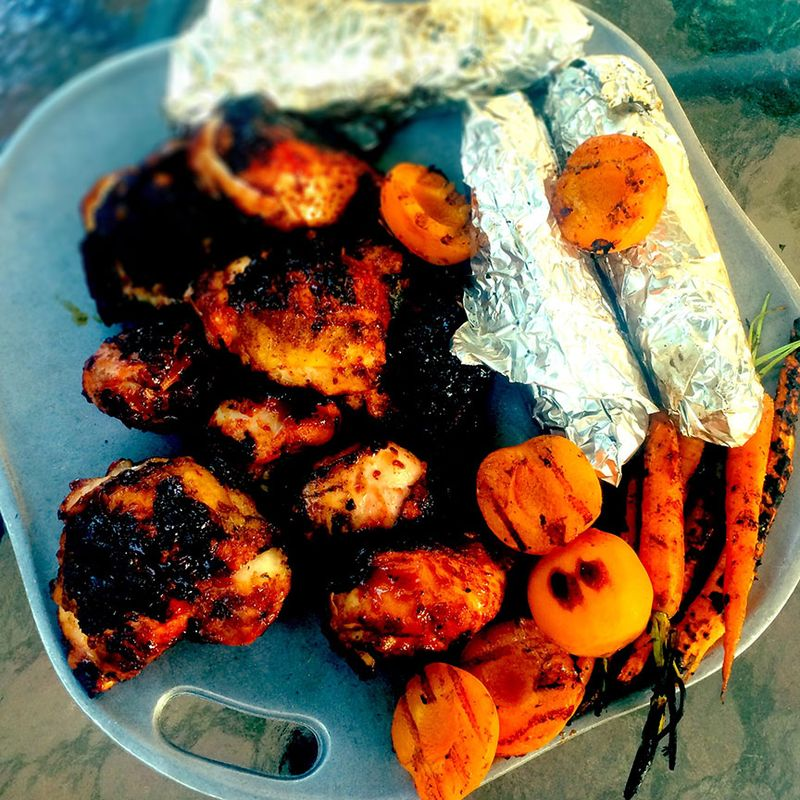 BBQ-Chicken,-carrots,-apricots,-corn