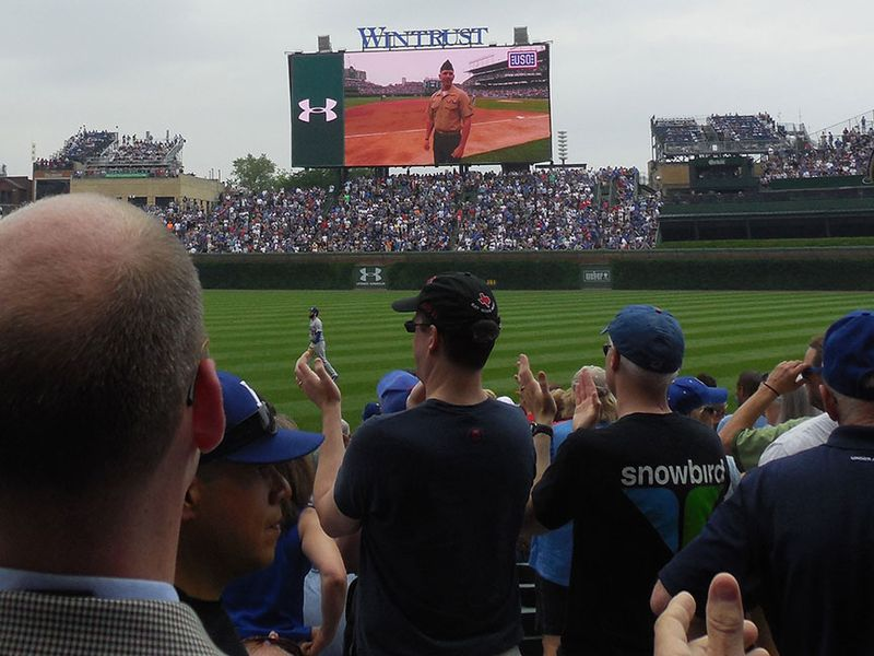 Wrigley-Field-salutes-the-military